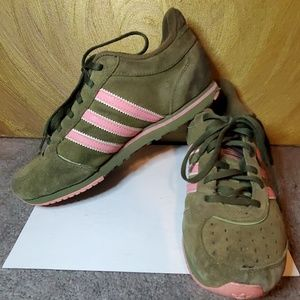 Suede Adisas green and pink sneakers